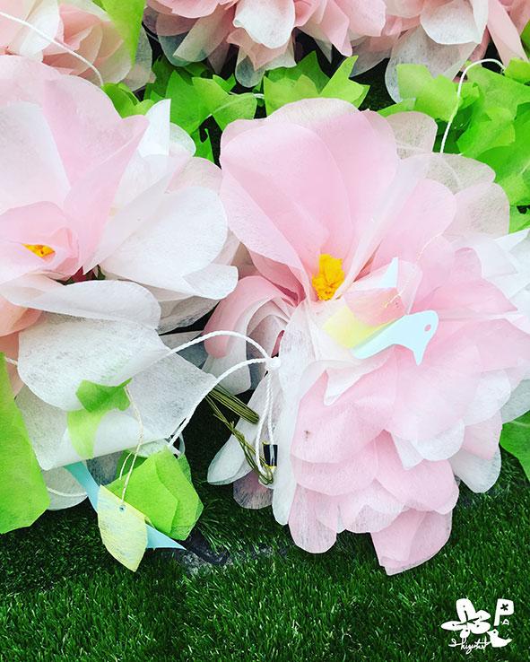 「若草ぱしゃり」花のガーランド、設置。